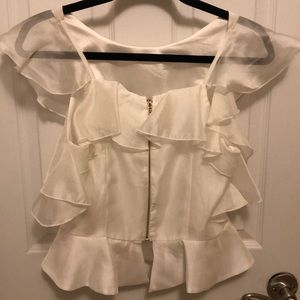 Fun white blouse with ruffle sleeves